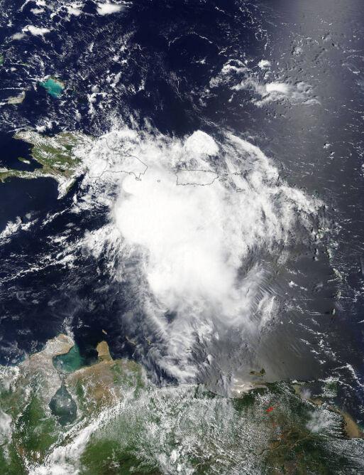 Burza tropikalna Erika okiem satelity Terra (NASA)