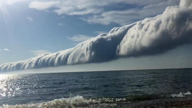 Chmura rotorowa <br />przetoczyła się nad jeziorem